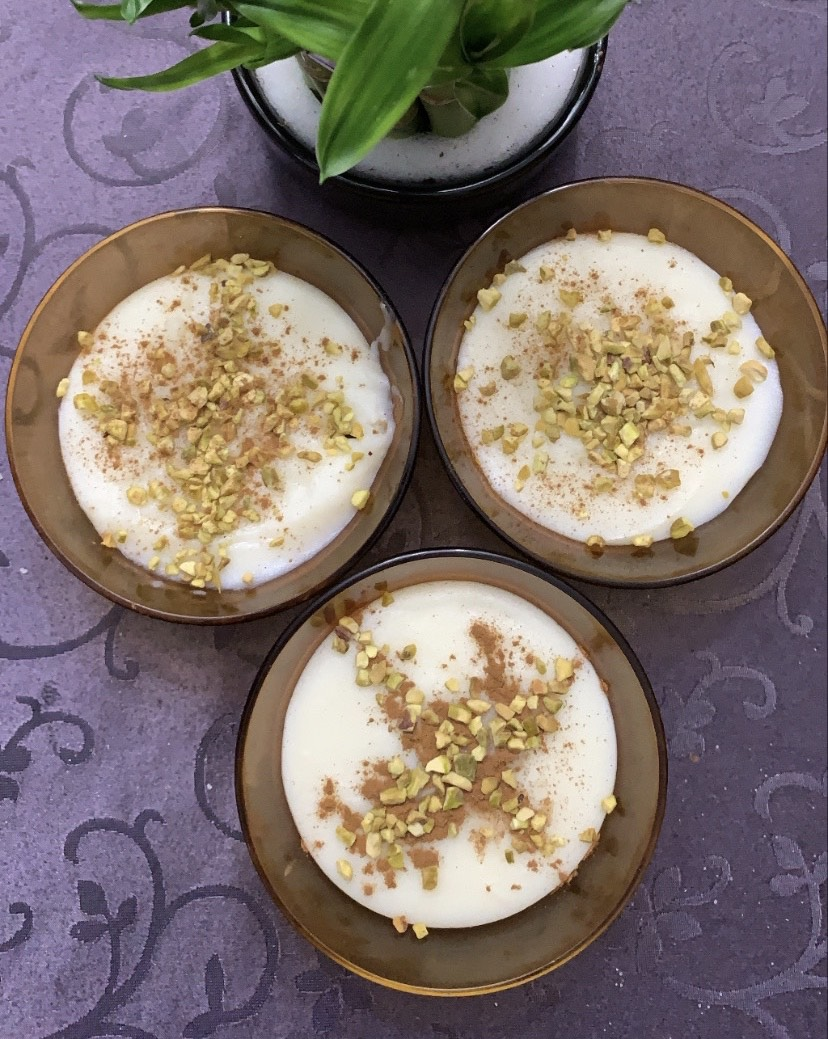 Ferni: arroz con leche iraní con agua de rosas